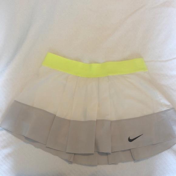 Nike pleated running/tennis skirt